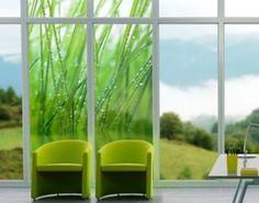 Fensterfolie und Sichtschutz in schönem Frühlingslook mit Morgentau an Grashalmen