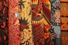 """Many people who to Bali ask for """"Balinese Batik"""". But in f act batik was never really made in from Bali until recently, and even today mo. Textiles, Textile Patterns, Batik Kebaya, Batik Pattern, Traditional Fabric, Sarongs, Color Shapes, Holiday Travel, Cool Pictures"""