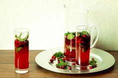 Cranberry Mojito Ingredients: 16 ounces fresh cranberries, washed and dried 1 cup sugar 1 cup water 20 fresh mint leaves 4 tablespoons freshly squeezed lime juice 8 ounces rum 12-14 ounces club...