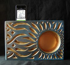 make a wooden passive speaker... layers of wood... and do two flowers!