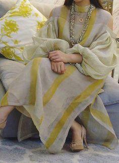 Color Block Tunic High Neckline Maxi Shift Dress - Yellow / S Pakistani Formal Dresses, Pakistani Fashion Casual, Pakistani Dress Design, Pakistani Outfits, Indian Fashion, Pakistani Bridal, Indian Outfits, Mode Abaya, Mode Hijab