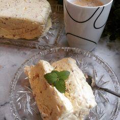 Hjemmelaget krokan-is – Fru Haaland Camembert Cheese, Frozen, Food And Drink, Dairy, Baking, Cakes, Bakken, Food Cakes, Bread