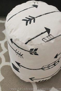 Para te ajudar a entrar de vez na tendência dos móveis artesanais, vamos mostrar como fazer um puff de tecido passo a passo. Projeto perfeito para iniciantes!