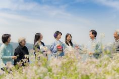 spring and Japanese family - Grandfather, grandmother, father, mother, 3 sisters. Relationship of good family and one day of spring.