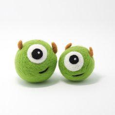 Needle Felting Felted felt woolfelt Crafts Green Monster Happy Couples Monsters Inc. Wool Needle Felting, Needle Felting Tutorials, Needle Felted Animals, Felt Animals, Clay Tutorials, Felted Wool Crafts, Felt Crafts, Clay Crafts, Felt Decorations