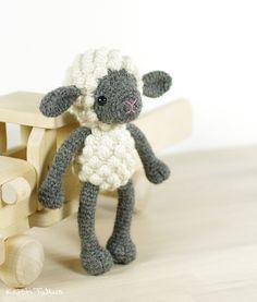 Crochet pattern: Small amigurumi sheep // Kristi Tullus (spire.ee)