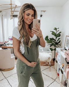 Amber Lancaster conquered conquered DOLLS www. - Amber Lancaster conquered conquered DOLLS www. Spring Maternity, Cute Maternity Outfits, Stylish Maternity, Mom Outfits, Maternity Wear, Pregnant Outfits, Pregnant Tips, Family Outfits, Maternity Pictures