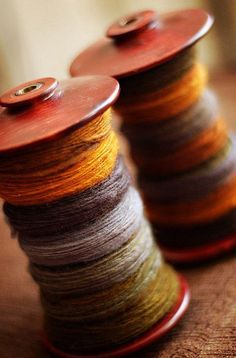 handspun fall colors - i think it may be time to start spinning again Spinning Wool, Hand Spinning, Spinning Wheels, Fibres, Autumn Inspiration, Daily Inspiration, Vintage Sewing, Weaving, My Favorite Things