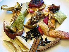 Apple Spice Simmering Potpourri Apple slices and peels, ginger slivers, cinnamon sticks, and whole cloves. Homemade Potpourri, Simmering Potpourri, Fall Potpourri, Potpourri Recipes, Apple Peel Recipe, Growing Shiitake Mushrooms, Dried Apples, Dried Fruit, Edible Fruit Arrangements