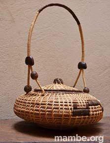 Guarda tus huevos en esta huevera elaborada en bejucos por artesanos Piaroa de la Selva de Matavén. ( Vichada- Colombia) #Artesanias  Cómpralo en Mambe.org!