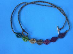 ΦΘΙΝΟΠΩΡΙΝΑ ΦΥΛΛΑ | kentise Macrame Cord, Macrame Necklace, Crochet Necklace, Diy Jewelry, Bracelets, Berry, Hands, Flowers, Ideas