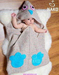 Çok şık kapşonlu bebek battaniyesi modeli ve yapılışı NAKO iplik dergisinde ki çok güzel bir Battaniye modeli ve yapılışı sizlerle. Resimde ki çocuk da maşallah dürüm arası döner gibi insanın yiyes...