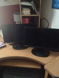 Monitor Negro BenQ 15.6 pulgadas muy poco uso, fabricados en el 2012 con cables y manuales. $700 c\ u ( Los dos por $1,200 pesos)