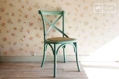 Fel gekleurde Turquoise Pampelune stoel, leuk voor in de woonkamer, tuin of op een terras. Perfect voor een kleurrijke shabby chic interieur.