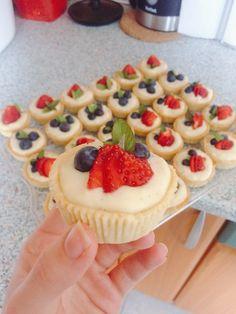TARTALETKY SE ŽLOUTKOVÝM KRÉMEM Cheesecake, Desserts, Food, Tailgate Desserts, Deserts, Cheesecakes, Essen, Postres, Meals