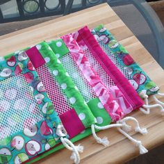 Mesh Panel Produce Bags, via a tutorial at Sewing Hacks, Sewing Crafts, Sewing Projects, Sewing Tips, Sac Recyclable, Patchwork Quilt, Produce Bags, Diy Couture, Creation Couture