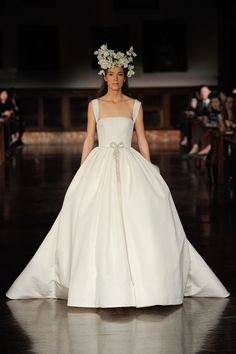 Reem Acra Spring 2019 Bridal New York Collection - Vogue