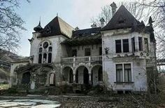 Abandoned home... Place unknown!