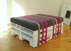 Old Pallets Ideas Old belt and wood pallet ottoman. Pallet Furniture White, Recycled Pallet Furniture, Old Pallets, Recycled Pallets, Wooden Pallets, Wooden Sheds, Pallet Ottoman, Pallet Chair, Diy Ottoman