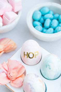 Is there anything sweeter than adorable kids, gathering for an afternoon of crafts and treats?! I thoroughly enjoy hosting intimate parties for my son, family and friends, so this year I put together a water color, Easter egg decorating party! We painted