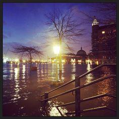 Scenic Evening view of Hamburg | fischmarkt stpauli hamburg orkan sturmflut hafen hochwasser xaver