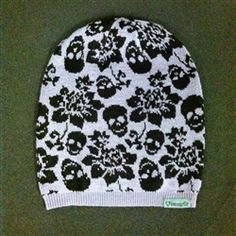 Tapestry Skull beanie by Loungefly