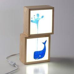Cajas de luz ballena azul