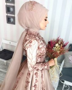 507 Likes, 33 Comments - Tual Moda ( . Bridal Hijab, Muslim Brides, Wedding Hijab, Pakistani Wedding Dresses, Modest Wedding Dresses, Wedding Gowns, Wedding Cakes, Muslim Couples, Kebaya Wedding