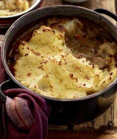 shepherd's pie recipe Braai Recipes, Pie Recipes, Recipies, Peeling Potatoes, Mashed Potatoes, Venison, Beef, Curry Stew, Potato Mashers