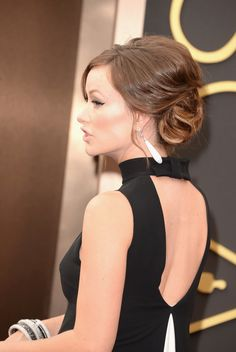 See Olivia Wilde's hair at the #Oscars from all angles.