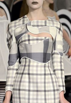 Creative Patternmaking - plaid dress with curved panels & piped trim - inventive sewing; fashion design detail // Thom Browne The complete Thom Browne Spring 2013 Ready-to-Wear fashion show now on Vogue Runway. Fashion Details, Look Fashion, Runway Fashion, High Fashion, Fashion Show, Womens Fashion, Fashion Trends, Fashion Ideas, Space Fashion