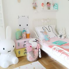 Bunny love  Just put up this beautiful walldecal from @wondermade_walls I just love walldecals! How great isn't it when one can move them and re-stick them to the wall over and over! Suits me perfectly! Another great thing is that they're priced the same if not less then prints so one has both options, to stick to the wall or frame  Thank you @wondermade_walls for making these beauties!  #ebbasroom #kidsdecor #kidsinterior #walldecals #miffy #bunny #barnerom #barnrum