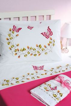Painting on fabric motif with butterflies Acrylic Painting Canvas, Fabric Painting, Bed Sheet Painting Design, Hand Embroidery, Machine Embroidery, Designer Bed Sheets, Shabby Chic Bedrooms, Cotton Bedding, Paint Designs