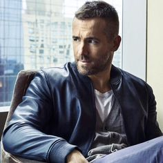 Reminder that Ryan Reynolds is somewhere out there in the world looking THIS good! ❤️