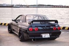 Gorgeous Nissan Skyline R32 GT-R
