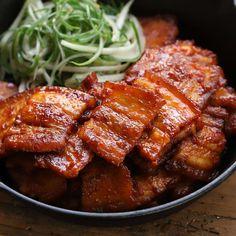 고추장 삼겹살구이 - 아내의 식탁 Spicy Recipes, Pork Recipes, Asian Recipes, Real Food Recipes, Yummy Food, Cooking Recipes, K Food, Food Porn, Food Menu Design