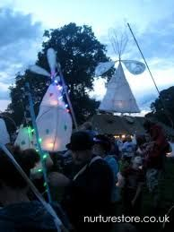 Paper lanterns at the Just So Festival Camping Activities, Camping Crafts, Fun Crafts, Outdoor Fun, Outdoor Camping, Diy Laterns, Land Art, Lantern Craft, Winter Festival