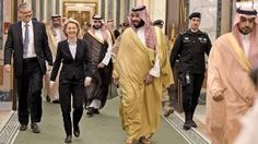 Verteidigungsministerin Ursula von der Leyen (CDU) mit Vize-Kronprinz Mohammed bin Salman al-Saud