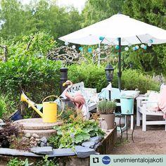#Repost @unelmientalojakoti • • • • • • Talon päädyssä sijaitsee yksi Minnan ja Janin puutarhan lukuisista oleskelupaikoista. Kesäaikaan perhe saattaa jopa yöpyä  pihallaan. Hurmaava lohjalainen puutarha löytyy tuoreesta lehdestä.🌸⠀ ✏️ @maijatiensuu 📷@johannakinnari #piha #puutarha #kesäelämä #oleskelutila #pöytäryhmä #lohja #omakotitalo #suomeniloisinsisustuslehti #unelmientalojakoti Classroom Behavior, Patio, Outdoor Decor, Instagram, Home Decor, Decoration Home, Room Decor, Home Interior Design, Home Decoration