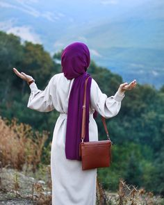 🌲 If you go out and watch the mountains, the love of the love of the vine … – Best Of Likes Share Casual Hijab Outfit, Hijab Chic, Hijab Dress, Hijab Fashionista, Hijabi Girl, Girl Hijab, Beautiful Muslim Women, Beautiful Hijab, Abaya Fashion