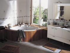 baignoire d'angle bord bois fenêtre - Le bien-être au rendez-vous