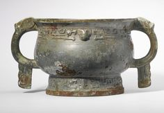 A bronze ritual food vessel (gui), Early Western Zhou Dynasty, century… Zhou Dynasty, Bow String, Museum Studies, Animal Masks, Chinese Ceramics, Antiquities, Medieval, Flare, It Cast