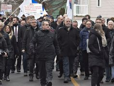 Couillard other politicians join protest at Davie shipyard