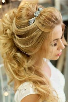 Greek Wedding Hairstyles For The Divine Brides ❤︎ Wedding planning ideas & inspiration. Wedding dresses, decor, and lots more. Hair And Makeup Tips, Wedding Hair And Makeup, Goddess Hairstyles, Weave Hairstyles, Fancy Hairstyles, Wedding Hair Side, Greek Wedding, Romantic Bridal Hair, Greek Hair