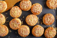 Akár kenyér helyett is. Gouda, Muffin, Bread, Breakfast, Ethnic Recipes, Food, Morning Coffee, Muffins, Breads