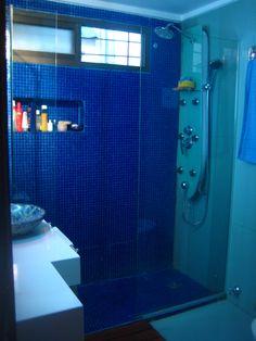 ...baño azul como el mar...banheiro azul da cor do mar... Lockers, Locker Storage, Bathroom, Blue, Furniture, Home Decor, Bathrooms, Log Projects, Colors