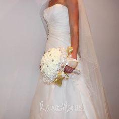 rosa-novia-blanco-roto2 Wedding Dresses, Fashion, Pink, Wedding Bouquets, White People, Boyfriends, Bride Dresses, Moda, Bridal Gowns