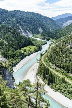 Rheinschlucht Surselva Graubünden Solo Travel, Travel Usa, Travel Tips, Places To Travel, Places To Go, Places In Switzerland, Backpacking Asia, Nature Spirits, Hiking Tips