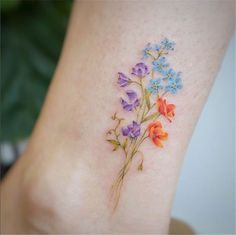 80 Gorgeous Watercolor Floral Tattoo Designs For Women - Page 16 of 80 - Chic Hostess Floral Tattoo Design, Flower Tattoo Designs, Tattoo Designs For Women, Tattoos For Women Small, Small Tattoos, Tattoo Women, Floral Foot Tattoo, Small Colorful Tattoos, Floral Tattoos