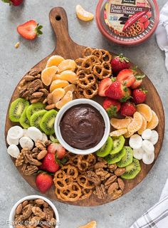 Chai Spiced Maple Candied Nuts + Building A Party Platter is a recipe for easy stove top candied nuts and a tutorial on assembling the perfect party platter! party dips Chai Spiced Maple Candied Nuts + Building A Party Platter Party Platters, Party Trays, Snacks Für Party, Party Appetizers, Birthday Appetizers, Fruit Party, Party Desserts, Diy Party Food, Birthday Snacks